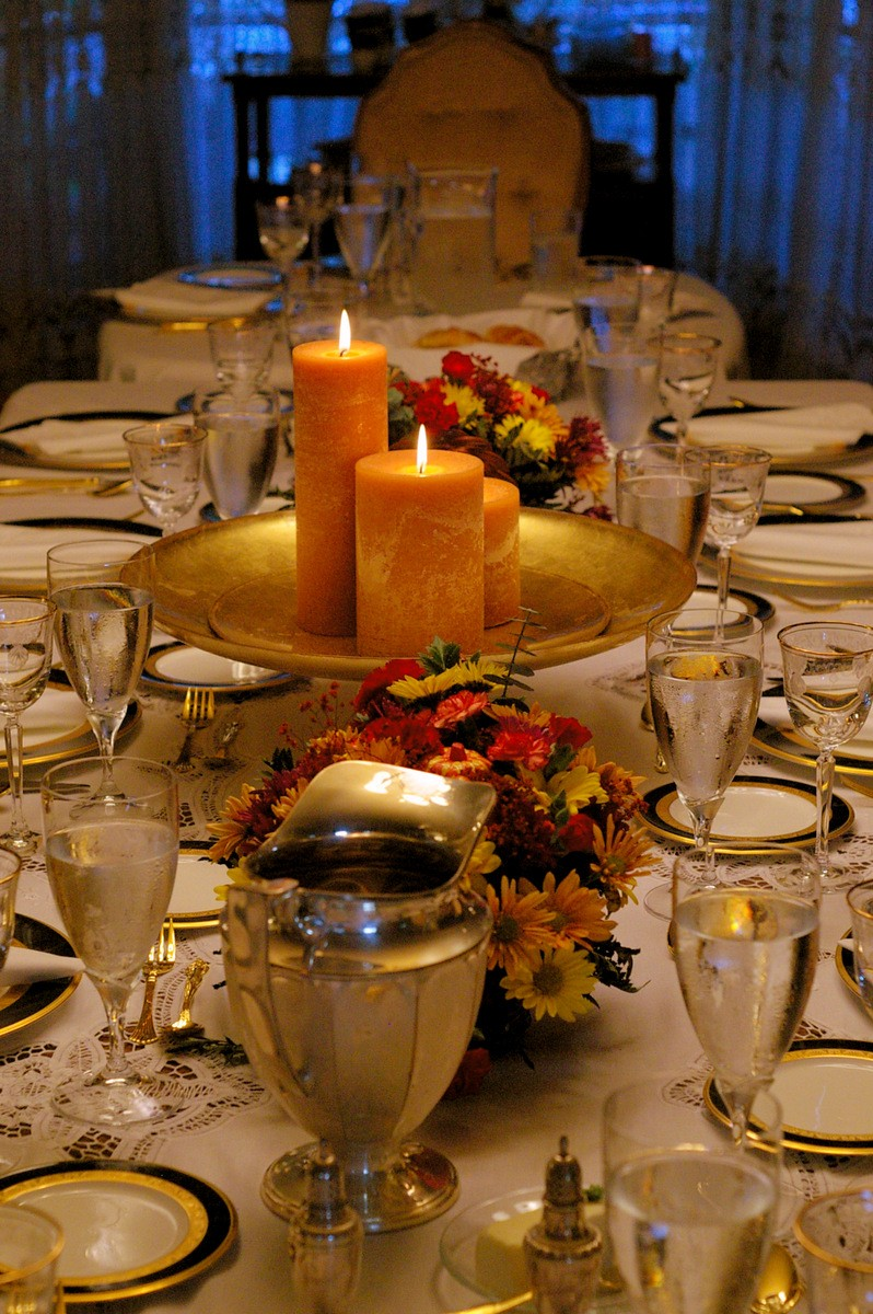 Thanksgiving tablesetting with gold accents