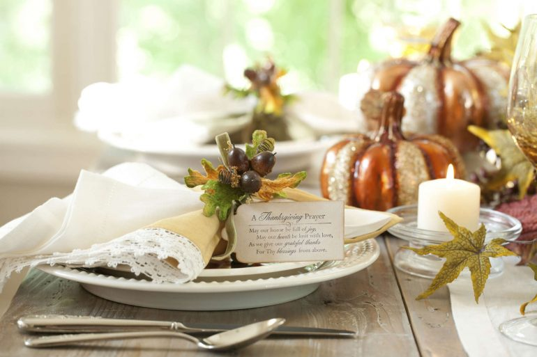 A Thanksgiving Prayer name card for your formal table | MakeItGrateful.com