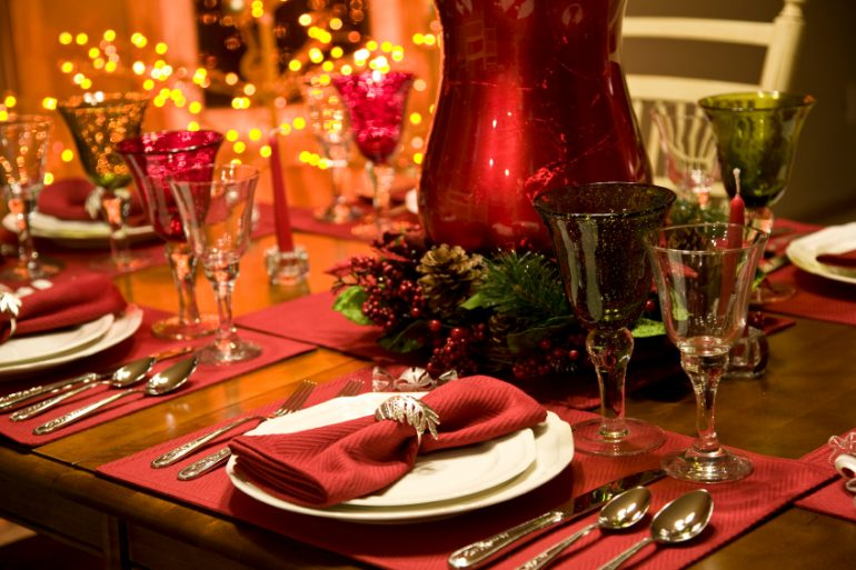 Red and green formal table setting | MakeItGrateful.com