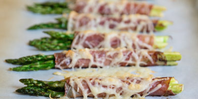 Cheesy prosciutto-wrapped asparagus bundles | Thanksgiving.com
