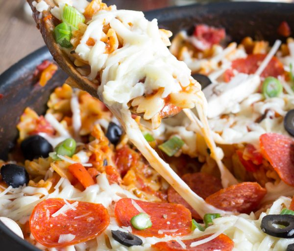Cheesy one pot pizza pasta