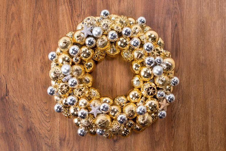 Christmas ornament wreath craft