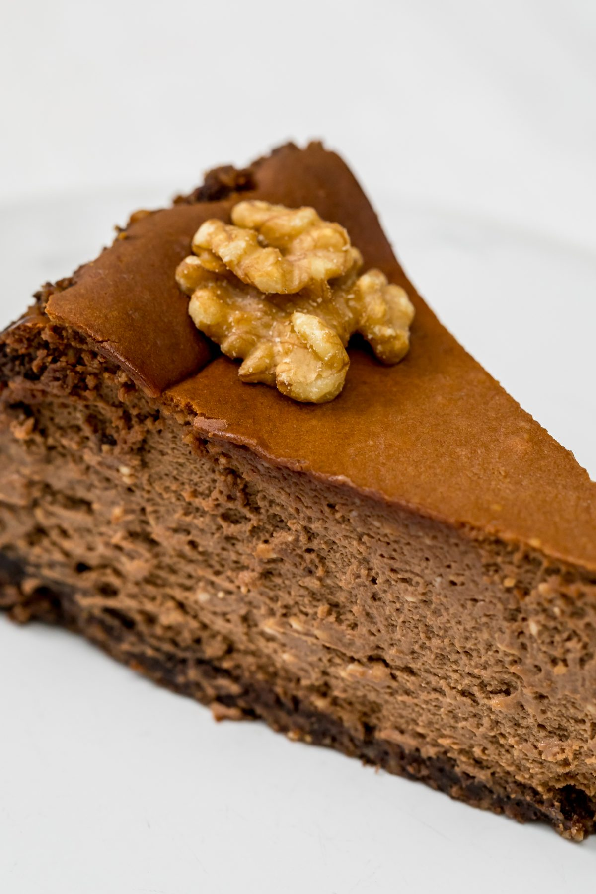 Coffe and chocolate cheesecake with walnuts