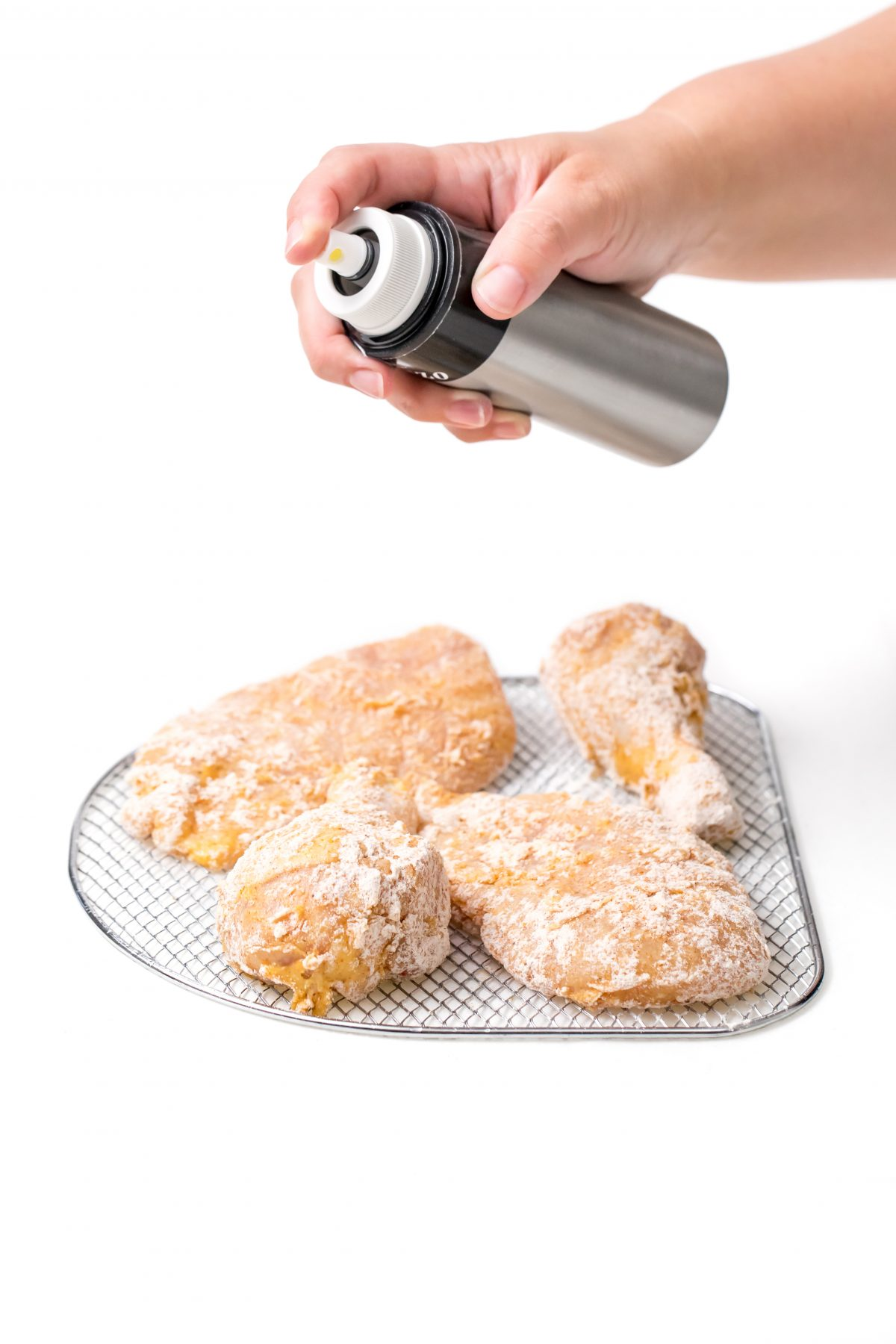 Spray Air Fryer fried chicken with oil