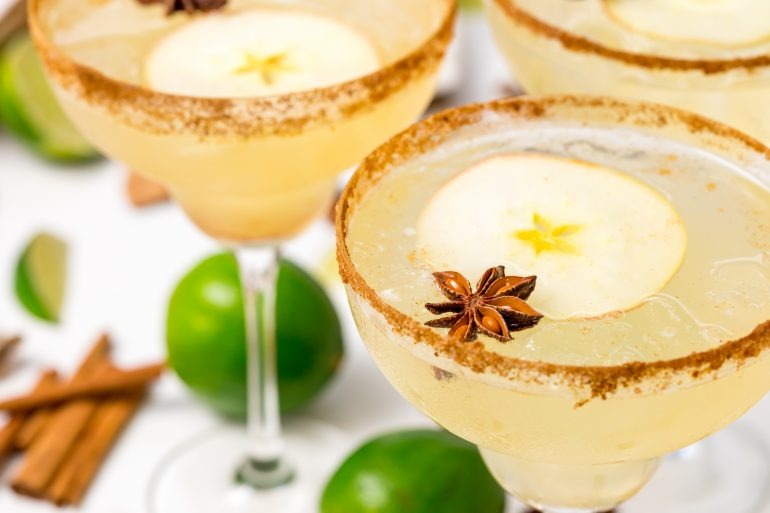 5D4B7512 - Vegan Spiced Apple Margaritas