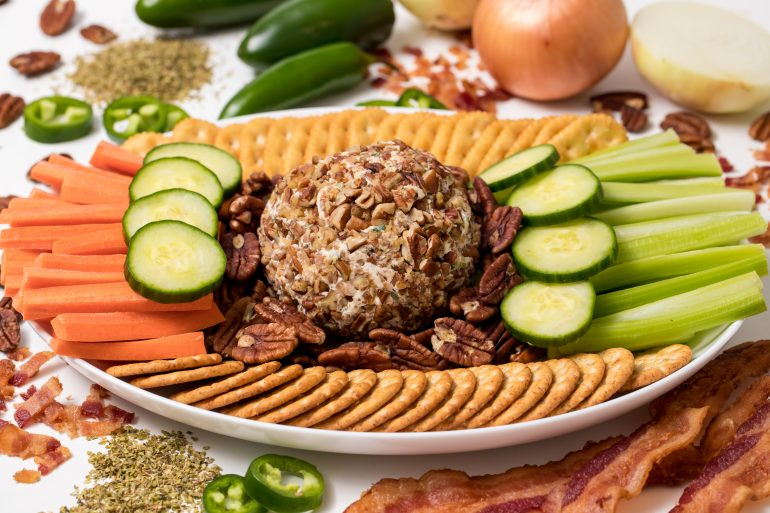 5D4B6514 - Easy Bacon Jalapeno Cheese Ball