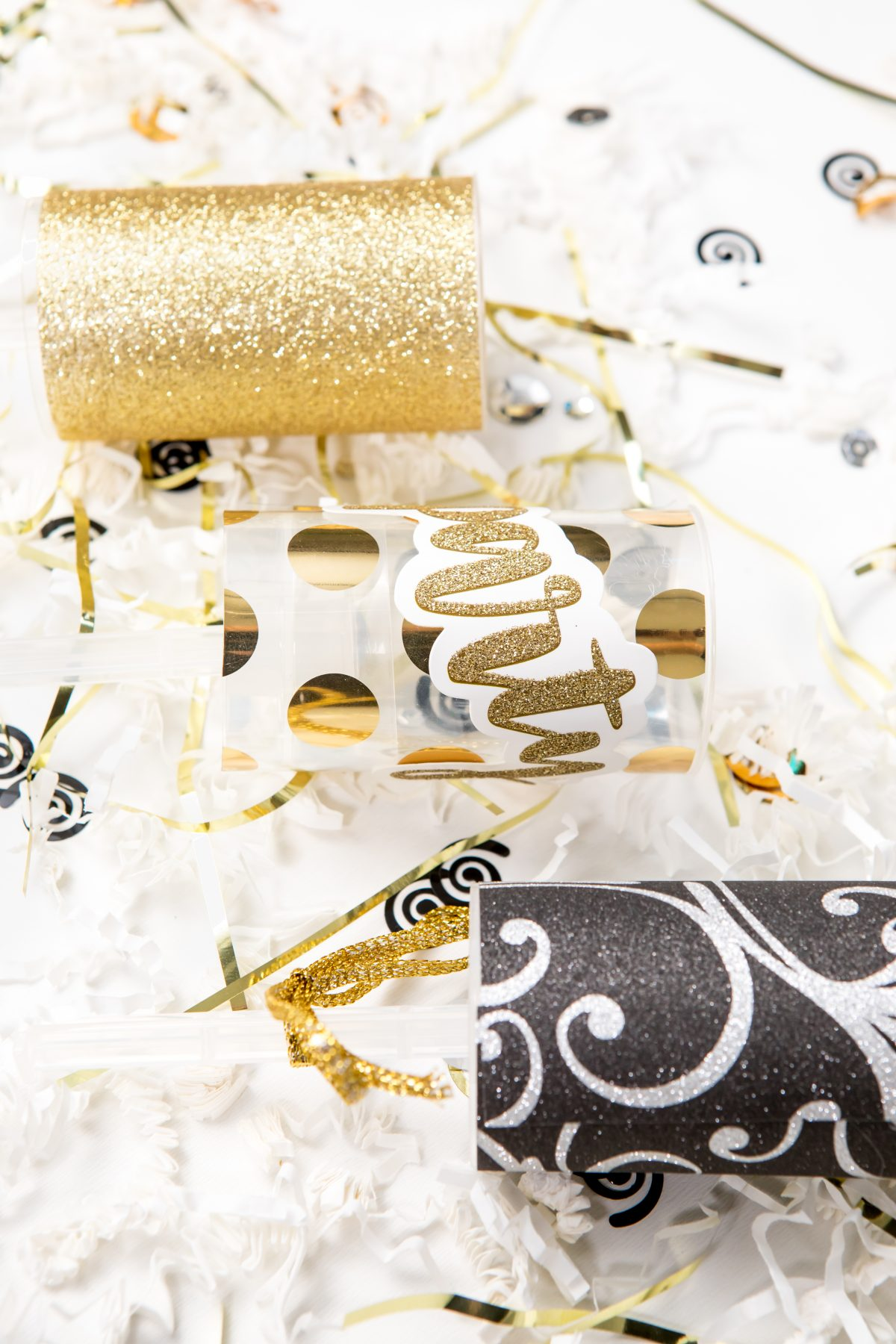 5D4B5125 - NYE Party Poppers